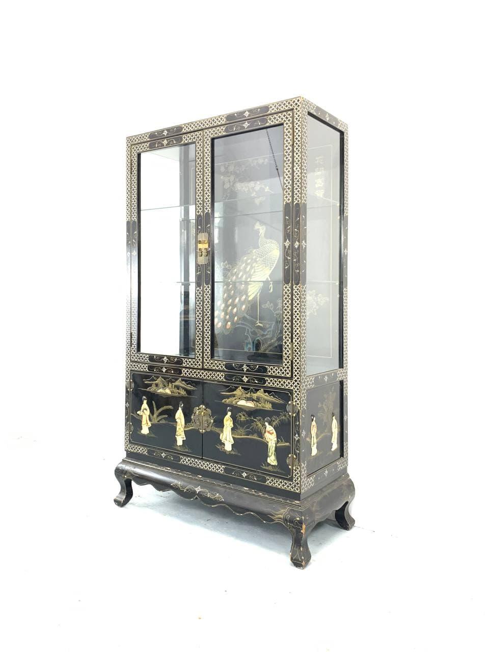 Винтажная витрина в стиле Шинуазри