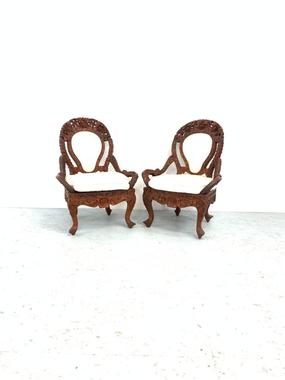 Антикварные резные кресла в азиатском стиле