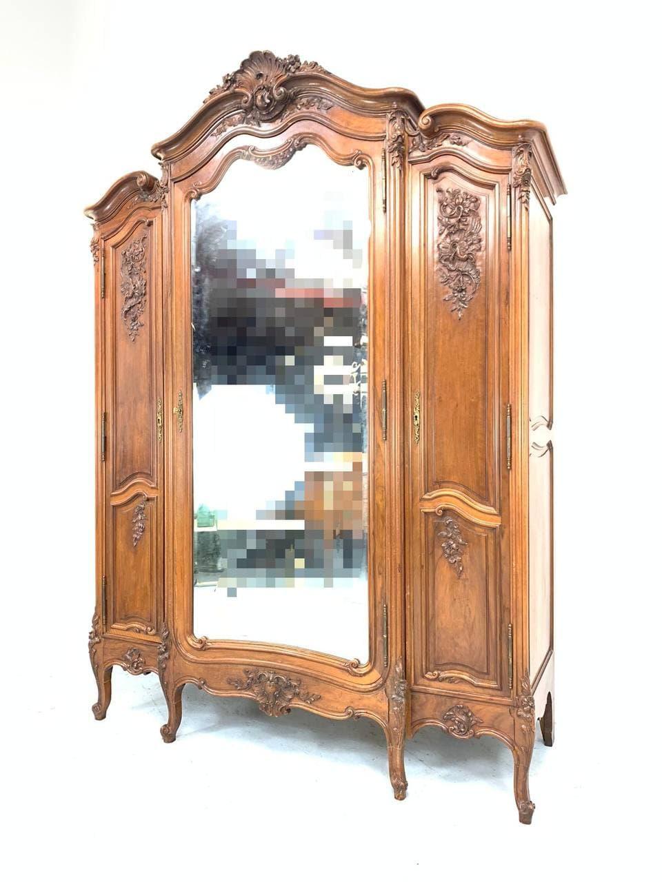 Антикварный платяной и бельевой шкаф в стиле Рококо