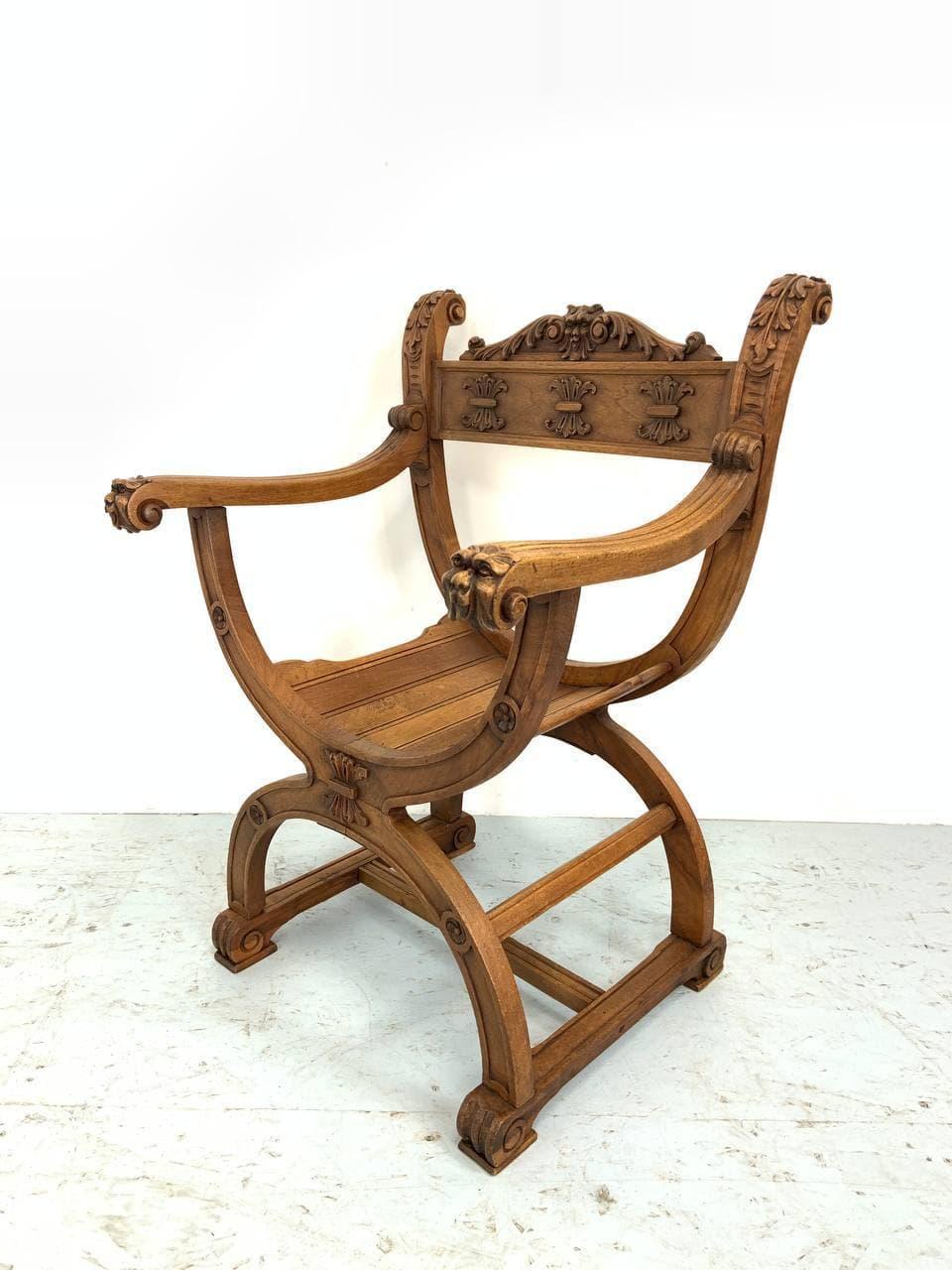 Антикварное кресло в стиле Дагоберт