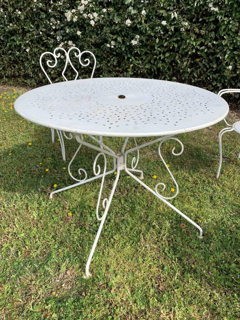 Винтажный французский садовый гарнитур: стол, два кресла и два стула