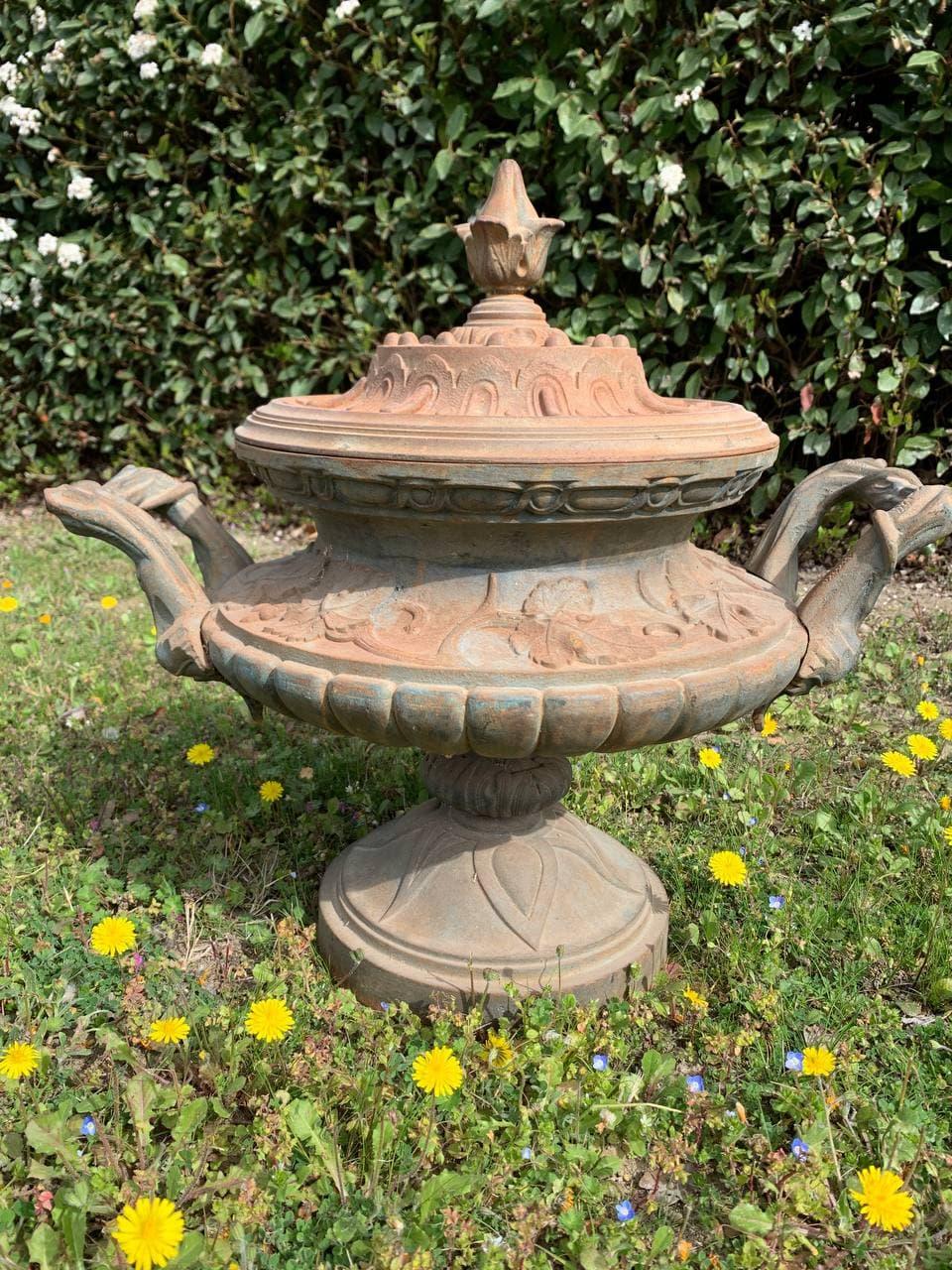 Антикварная садовая ваза