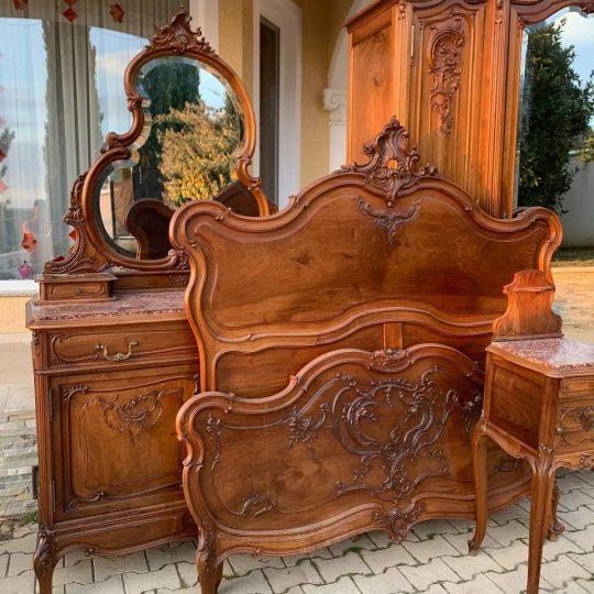 Антикварный спальный гарнитур в стиле Рококо