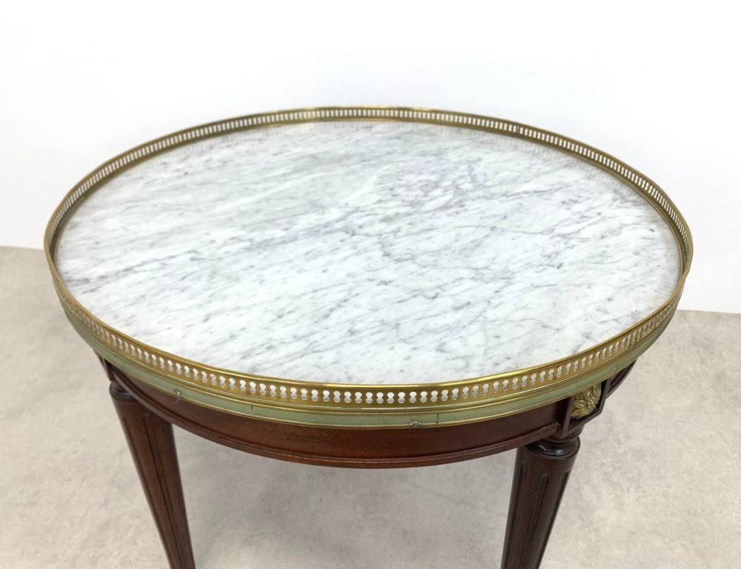Антикварный столик в стиле Louis XVI