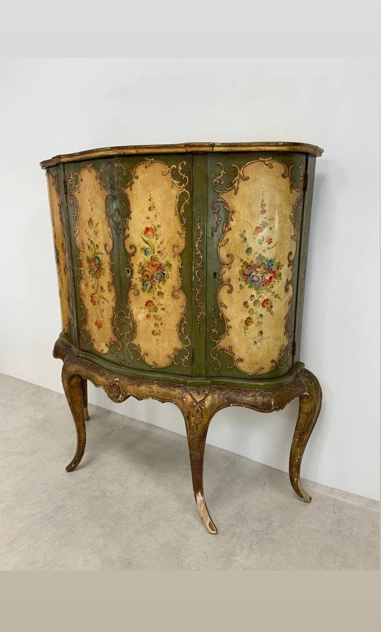 Антикварный венецианский шкафчик
