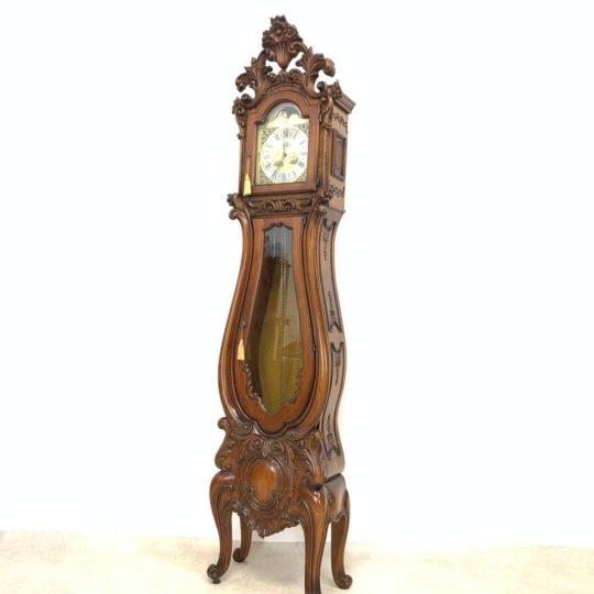 Винтажные ореховые часы в стиле Барокко
