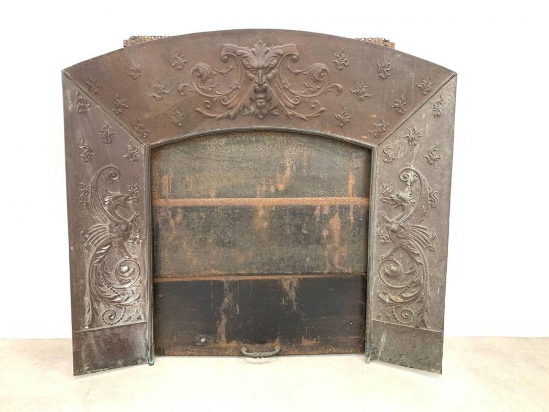 Антикварный медный портал с раздвижной дверкой