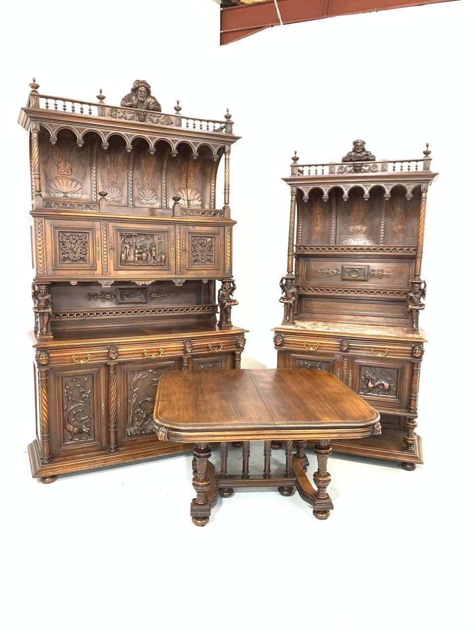 Антикварный столовый гарнитур в стиле Генриха II