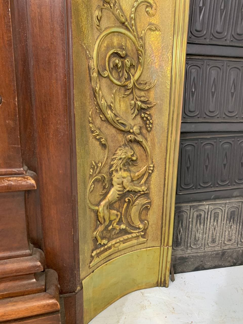 Антикварный каминный портал в стиле Барокко