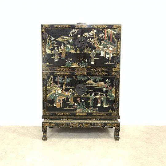 Винтажный шкафчик в стиле Шинуазри
