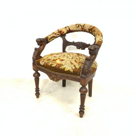 Антикварное кабинетное кресло с гобеленом