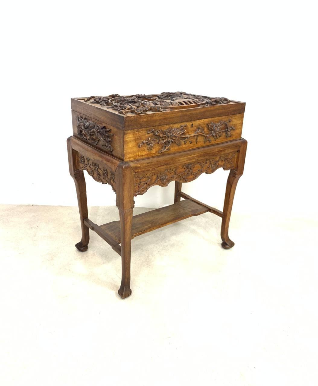 Антикварный столик для рукоделия в стиле Шинуазри