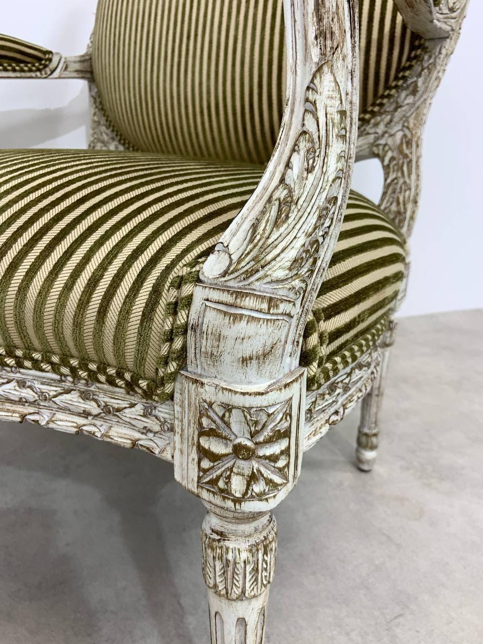 Антикварное кресло в стиле Луи XVI