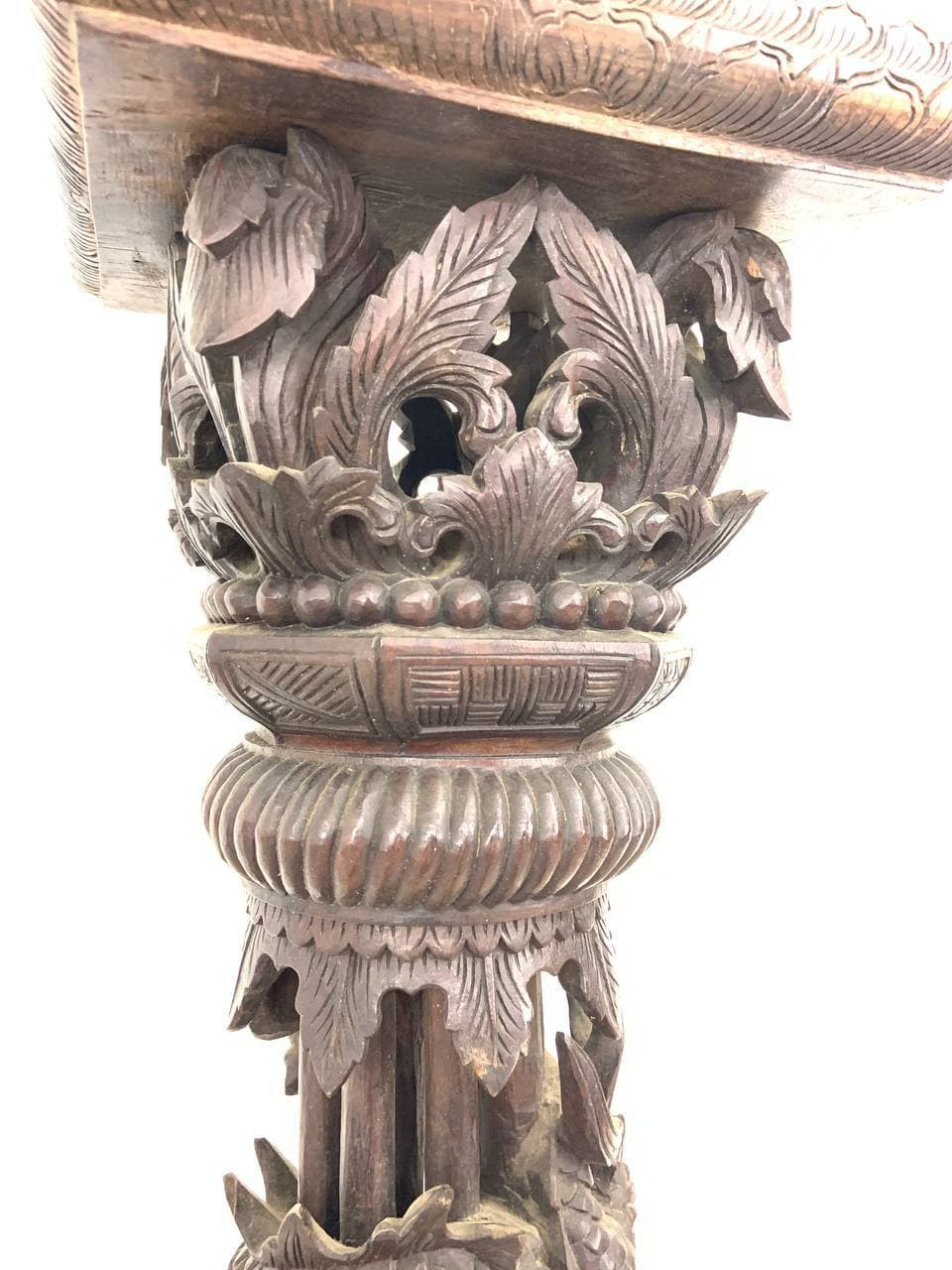 Антикварная подставка в восточном стиле