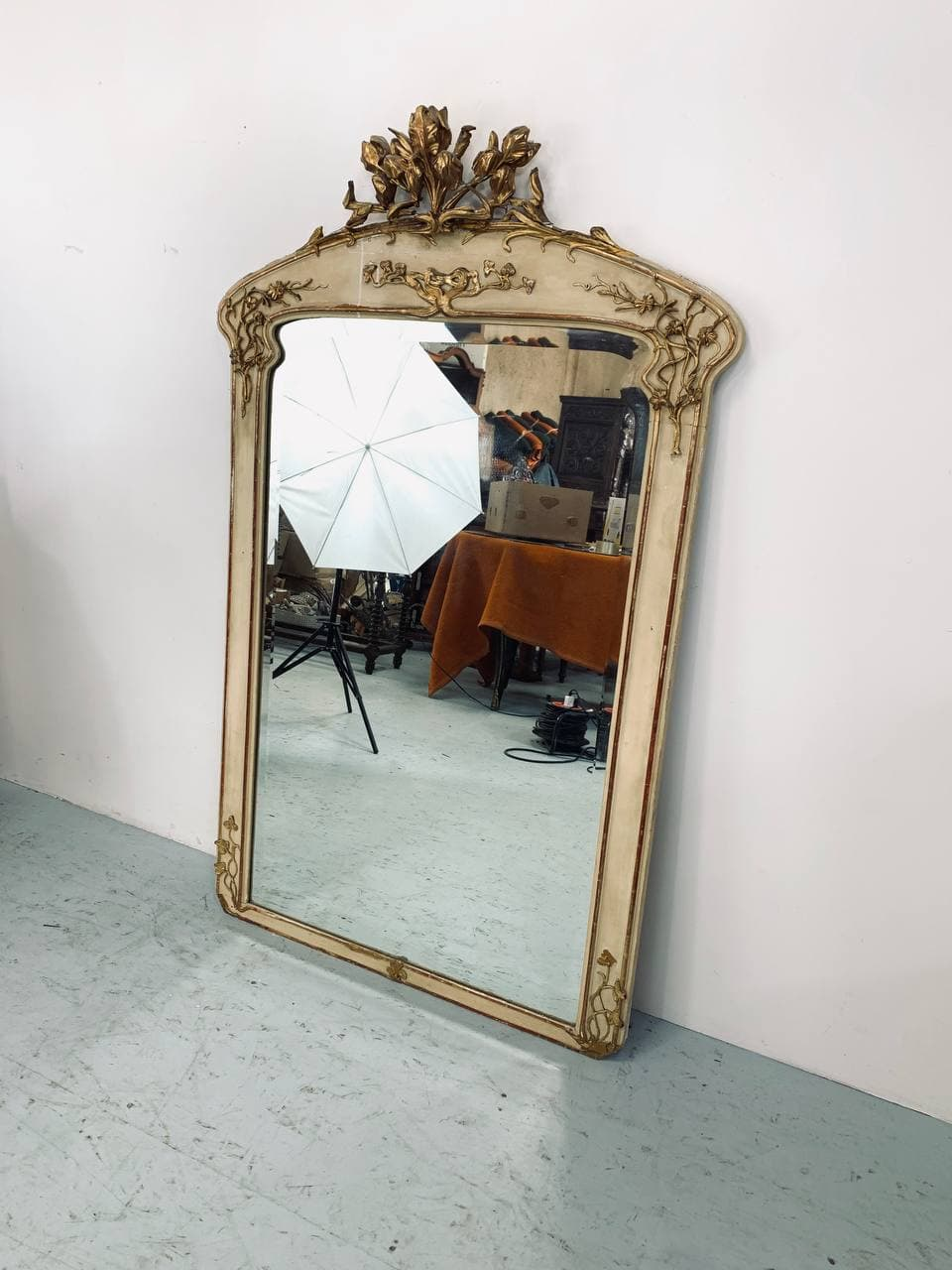 Антикварное зеркало в стиле Ар-нуво