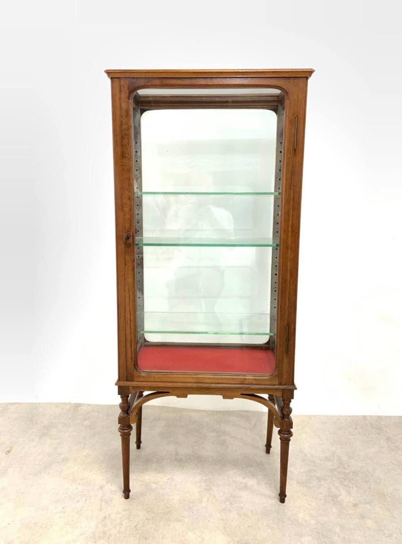 Антикварная четырёхсторонняя витрина