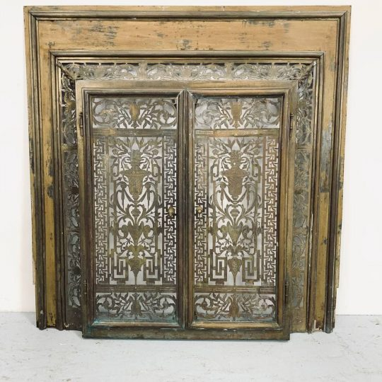 Антикварная каминная дверь из латуни