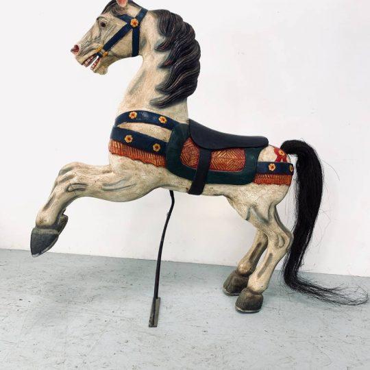 Винтажная карусельная лошадка