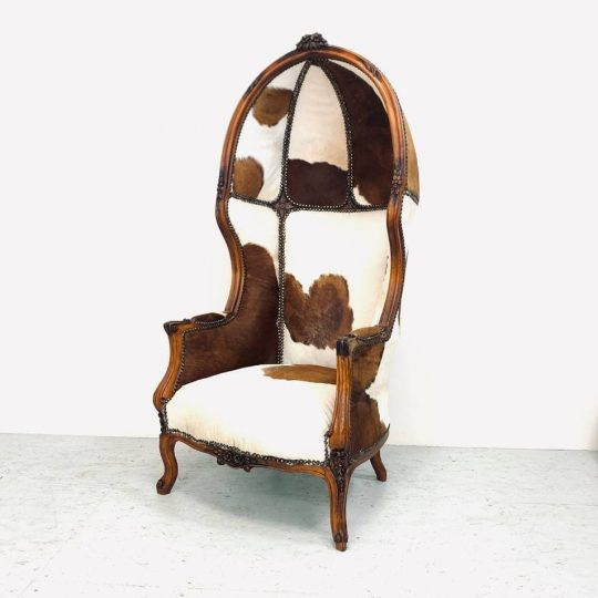 Винтажное кресло с капюшоном
