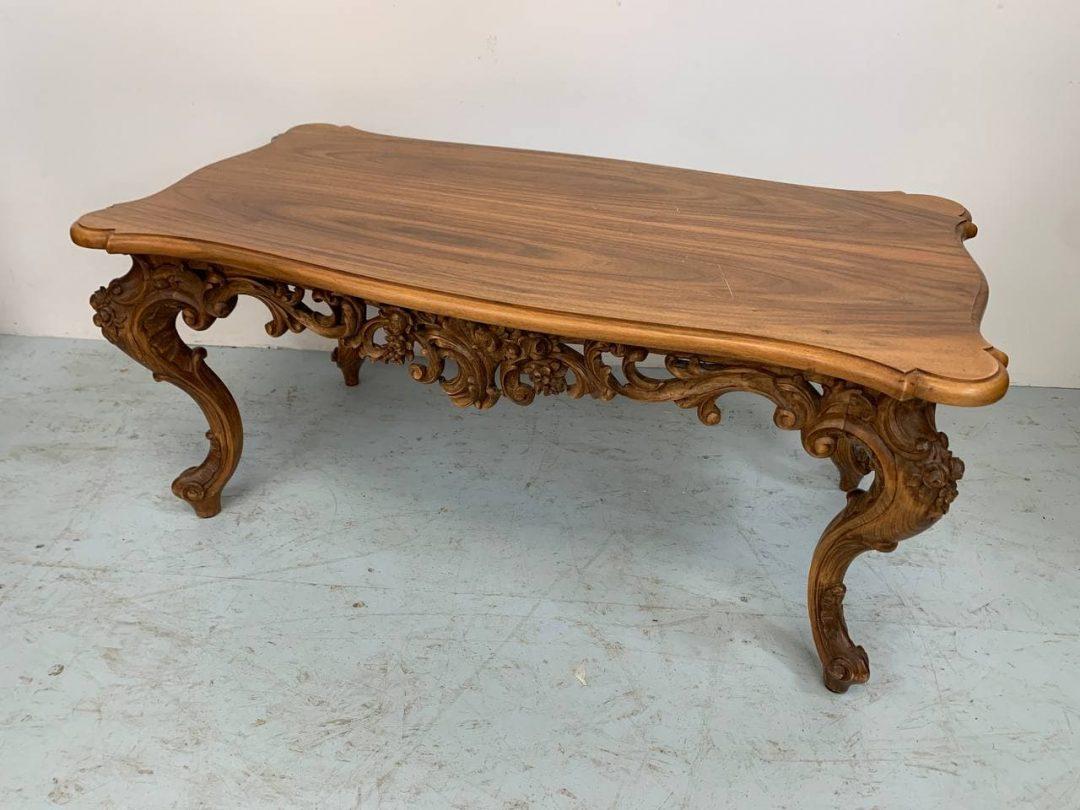 Винтажный столик в стиле Барокко