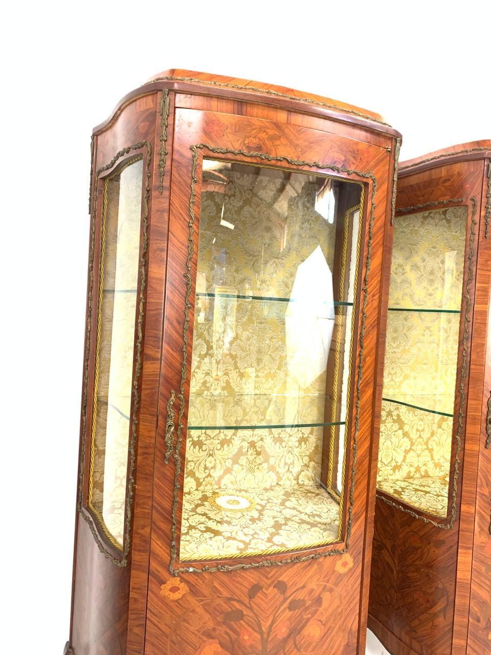 Антикварные парные витрины